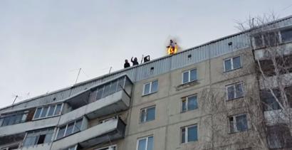 Skoczył z 9 piętra... dla zabawy!