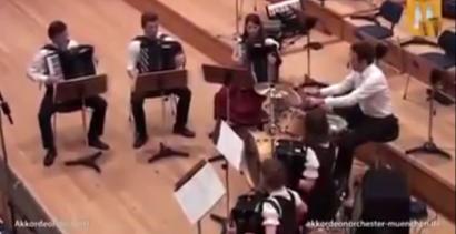 """Darude - """"Sandstorm"""" na akordeonach"""