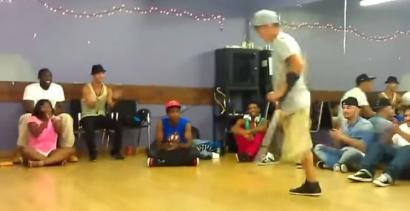 Ten breakdancer nie ma nogi... Zobaczcie, jak tańczy!