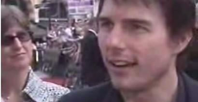 Tom Cruise rozmawia z dziennikarzami
