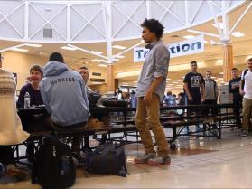 Dubstepowy taniec w miejscu publicznym