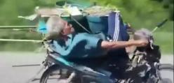 Staruszek na motocyklu