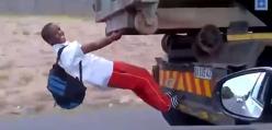 Chłopiec jedzie do szkoły pod ciężarówka 100 km/h