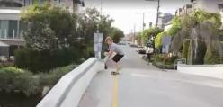Skater spada z mostu - o rety...