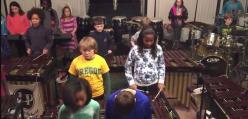 Dzieciaki grają numer Led Zeppelin