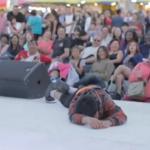 Dziecko mdleje podczas wchodzenia na scenę