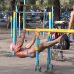 Ma 73 lata... Ćwiczy codziennie!