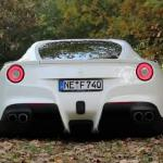 302 km/h w Ferrari F12 Berlinetta na niemieckiej autostradzie