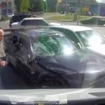 Motocyklista rozbił... 2 samochody!