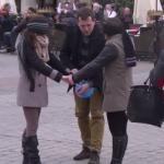 Nieświadomy taniec na rynku - BOBSON PRANK