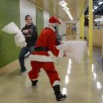 Wojna na poduchy ze Świętym Mikołajem