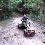 Pijani Rosjanie używają traktora