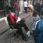 Niewidzialny uliczny performer - wow!