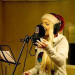 Cleo śpiewa kolędę