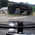Kobieta za kółkiem - fail od razu po odpaleniu silnika!