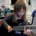 Sześciolatka WYMIATA na gitarze!