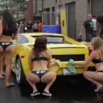 Tyłeczkowa myjnia samochodowa - ktoś zamawiał woskowanie?