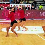 Polskie cheerleaderki - w szatni i na boisku