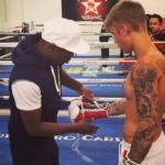 Floyd Mayweather uczy boksu Justina Biebera