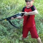 Ojciec dał mu pobawić się bronią