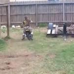 Jego pierwsza jazda na motocyklu