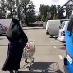 Co zakonnica ma w koszyku?