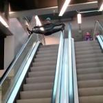 Wypadki z udziałem ruchomych schodów