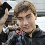 Pierwszy klient na świecie, który kupił iPhone'a 6... UPUŚCIŁ GO!