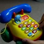 Telefon - niewinna zabawka dla dziecka?