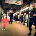 Mała dziewczynka wystartowała imprezę na stacji metra
