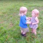 Przedszkolak szykuje się do pierwszego pocałunku
