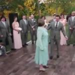 Niesamowity, weselny taniec syna i matki