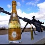 Otwieranie szampana snajperką