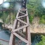Bez zabezpieczenia na moście - OSZALAŁ!?