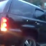 Szalona kobieta próbuje odjechać autem... Z LAWETY!