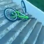 Rowerowy zjazd po schodach