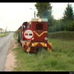 Kolejka wąskotorowa vs znak drogowy