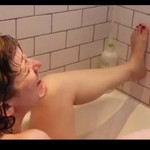 Co kobiety robią pod prysznicem?
