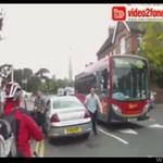 Kierowca RZUCIŁ SIĘ na rowerzystę!