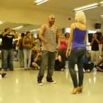 Fantastycznie opanowała podniecanie tańcem!