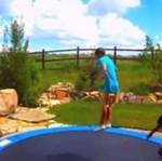 Wpadka na ogrodowej trampolinie