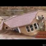 Dom porwany przez... rzekę błota!
