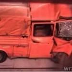 Volkswagen uderza w ścianę