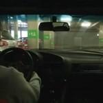 Piękny drift BMW e36 na parkingu