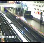Pijak wpadł na tory w metrze!
