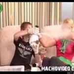 Rosyjskie show - dziecko PALI Z BUTLI!