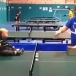 Dzidziuś gra w ping-ponga