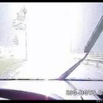 Samochód ZDERZYŁ SIĘ z piorunem!