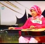Niewidoma dziewczynka śpiewa i gra na gitarze - ma talent?