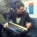 Organista jedzie metrem...